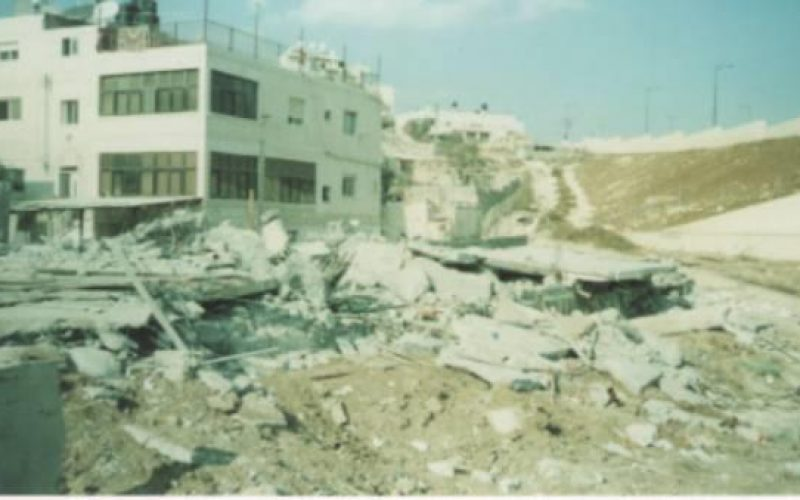 Jerusalem Jewish Municipality bulldozers demolish 8 housing units in the Palestinian Neighborhoods of Shu'fat and Beit Hanina