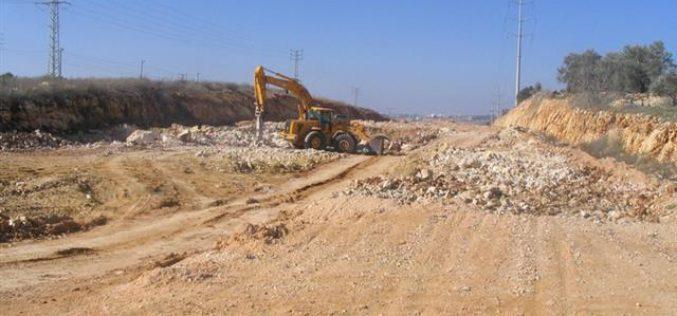 سلطات الاحتلال تشرع في استكمال مقطع من الطريق الرابط الذي يربط طريق 5 بمدخل مستعمرة ارائيل