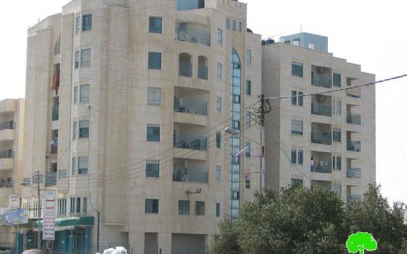 إغلاق مباني ومصادرة ممتلكات جمعيتين خيريتين تعملان في الخليل بصورة قانونية مرخصة