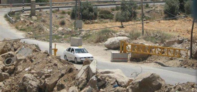 الاحتلال الإسرائيلي يزيل حاجزاً إسرائيليا في منطقة الفحص ويضيف آخر في منطقة وادي الهرية