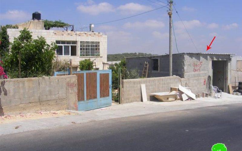 سلطات الاحتلال الإسرائيلية تنذر عدد من المنشآت في قرية دير بلوط بوقف البناء