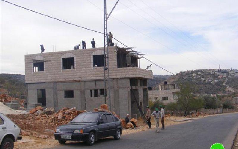 إخطارات بوقف البناء الفلسطيني في قرية بروقين