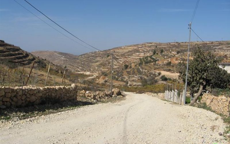 Israeli Occupation Prevents Asphalting Wadi Abu Rajab Road in Halhul