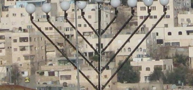 Setting up of a Jewish Hanukah at the top of at Takruri mountain in Hebron's old city