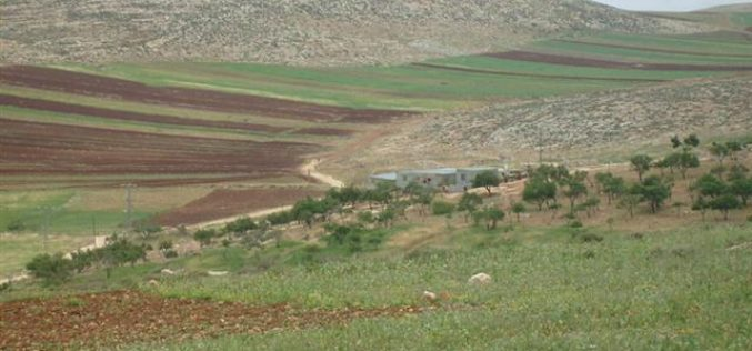 قوات الاحتلال تهدم عدد من المنشآت السكنية والزراعية في خربة الطويل