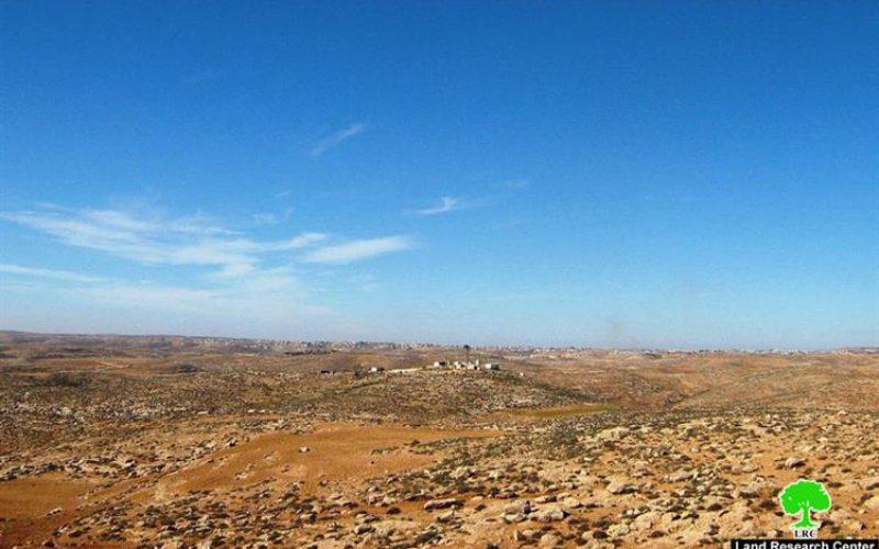 """مستعمرو """" اسعل"""" يطردون عائلة أبو عواد من كهوفهم وأراضيهم الزراعية في جنوب بلدة السموع"""
