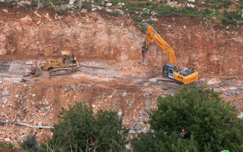 الاحتلال الإسرائيلي يهدم  طريق الحرية في بلدة قراوة بني حسان
