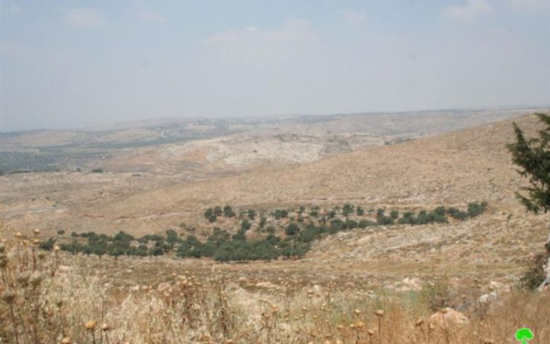 الاحتلال الإسرائيلي يشرع بشق طريق عسكري جديد لاستيلاء على المئات من الدونمات الزراعية  في قرية دير قديس- محافظة رام الله