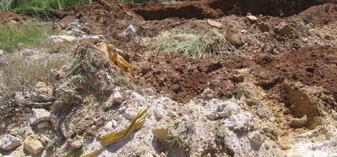 الاحتلال يهدم بئر مياه في قيزون بمدينة الخليل
