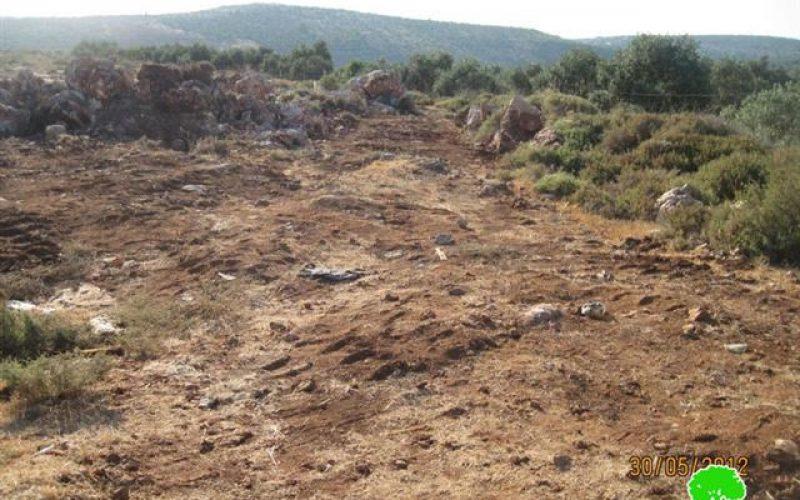 Israeli Settlers stealing soil from Palestinian fields in Wadi Qana