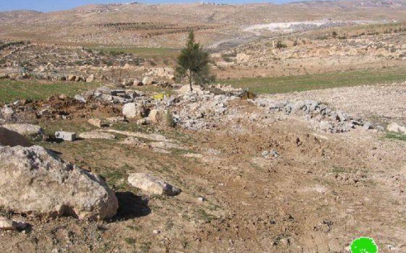 """الاحتلال يهدم غرفة زراعية في """" شعب المغارة """" شرق يطا"""