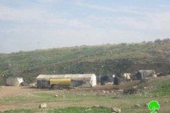 الاحتلال الإسرائيلي يخطر عدد من العائلات بالرحيل القسري في منطقة واد المالح