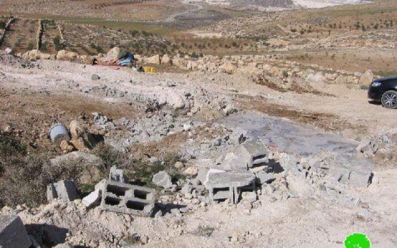 الاحتلال يهدم غرفة زراعية وبئر مياه في قرية حوارة شرق يطا / محافظة الخليل