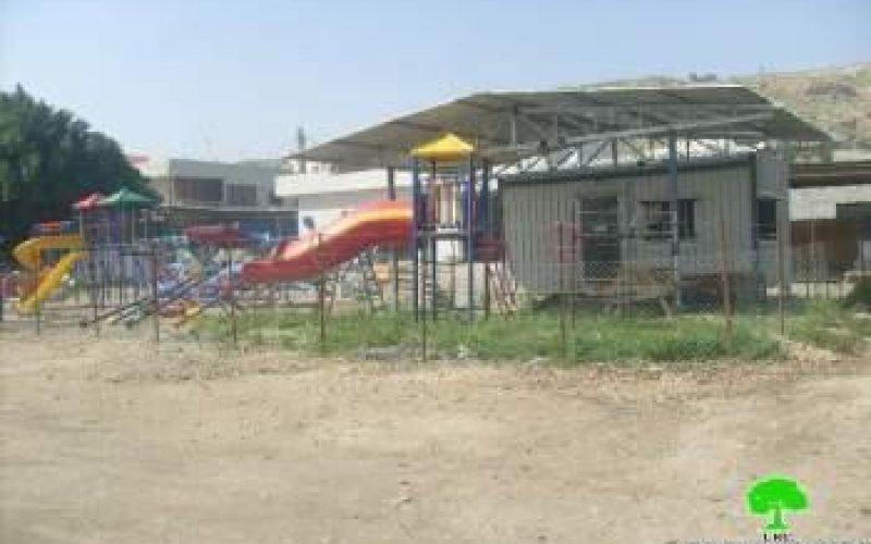 تسليم 9 اخطارات لوقف العمل في قرية الزبيدات