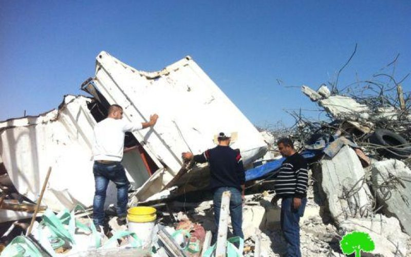Demolition a building in Beit Hanina