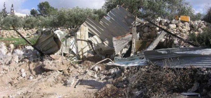 الاحتلال يهدم بركس وبئر وغرفتين زراعيتين في بيت عوا