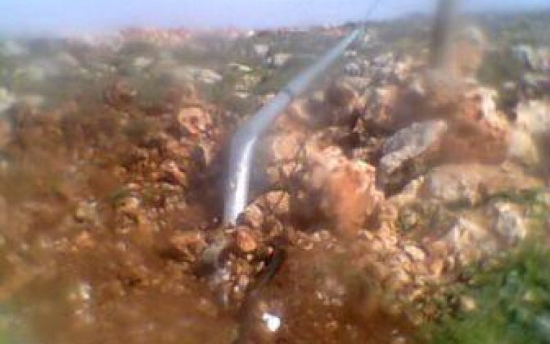 تدمير شبكة كهرباء وإخطار بوقف البناء لشبكة المياه في قرية قصرة / محافظة نابلس