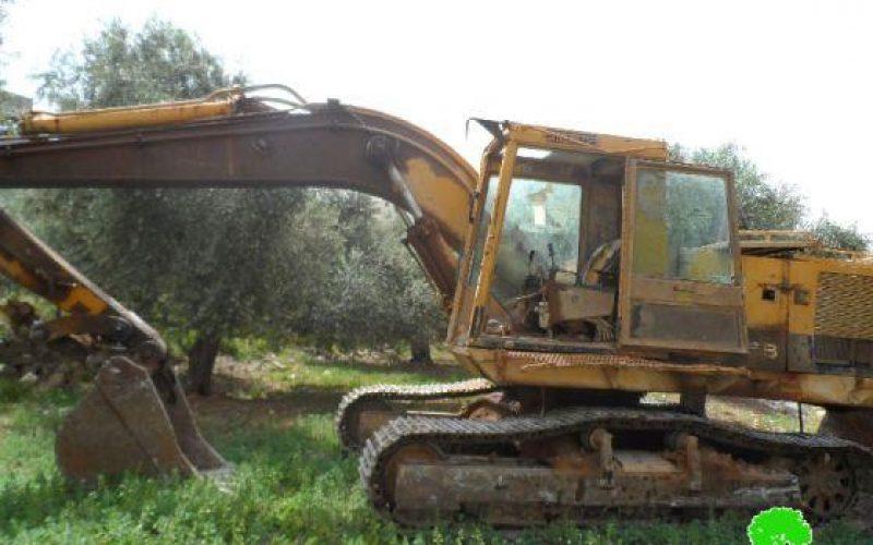 إحراق 22 دونماً زراعياً وإعطاب جرافة جنزير في قرية عوريف