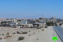 """إخطارات بوقف العمل والبناء في بقالة ودورة مياه في قرية """" الزويدين-الكعابنة"""" شرق يطا"""