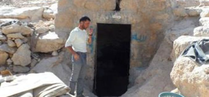 إخطار بهدم حظيرة وإزالة خلايا شمسية في مغاير العبيد شرق يطا / محافظة الخليل