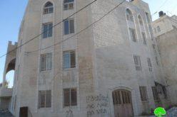 إحراق ثلاث مركبات و خط شعارات تحريضية على جدران مسجد النور