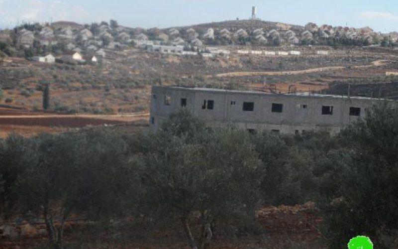 منع عشرات المزارعين من جني ثمار الزيتون في قرية قريوت / محافظة نابلس