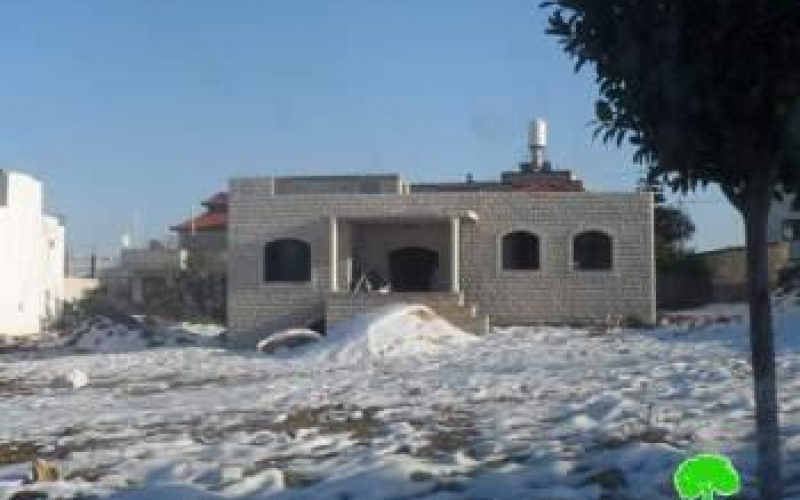The Israeli occupation notifies two houses with stop work in Salfit