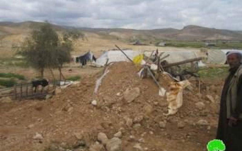 الاحتلال الاسرائيلي يهدم منشآت سكنية وحظائر لتربية الأغنام في قرية فصايل الفوقا