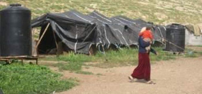 إخطار ثلاث عائلات بهدم منشآتهم السكنية و الزراعية في خربة الفارسية /محافظة طوباس