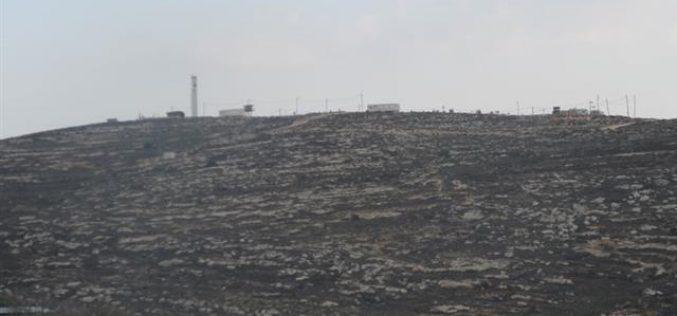 """مستعمرو """"ايتمار"""" يشرعون في تجريف أراض ٍفي المنطقة المصنفة B تمهيداً لمصادرتها"""