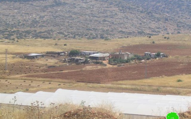 The Israeli occupation confiscates four caravans in the northern part of the Jordan Valley