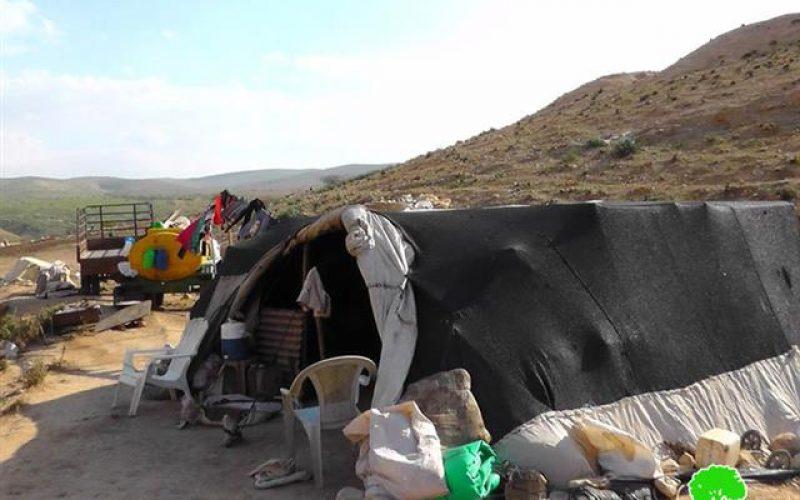 الاحتلال الإسرائيلي يخطر 21 عائلة بدوية عن النزوح من منازلهم في خربة إبزيق بهدف تنفيذ تدريبات عسكرية