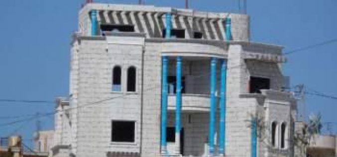 إخطارات بوقف العمل وهدم منازل ببلدة بني نعيم شرق الخليل