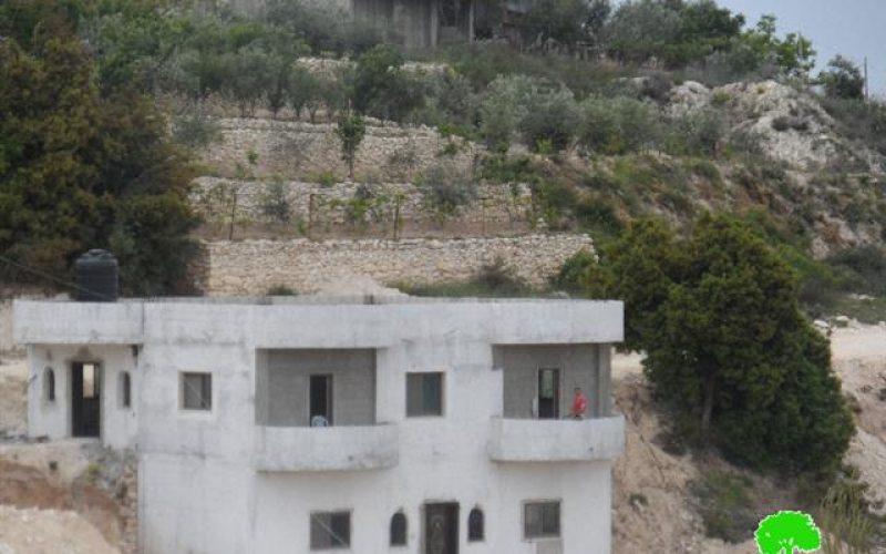 أوامر هدم إدارية لمسكنين في قرية الولجة بمحافظة بيت لحم