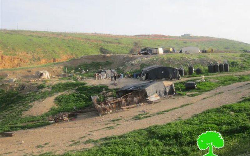 إخطار 4 عائلات بدوية بوقف العمل والبناء لمنشآتهم الزراعية في خربة الحديدية