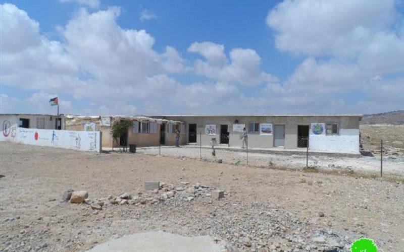 قوات الاحتلال تداهم مدرسة مسافر يطا وتلتقط صوراً لها