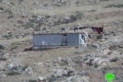 إخطار بوقف العمل في مسكن وحظيرة مواشي في خربة جنبة / بلدة يطا