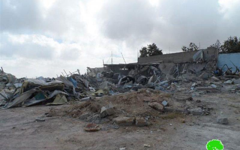 في ظل الهجمة العدوانية الشرسة على السكن والأرض الفلسطينية, هدم مصنع ألبان ومزرعة ومسكن في مدينة الخليل