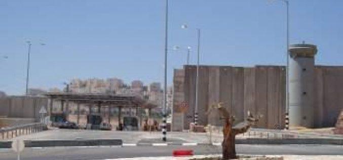 اسرائيل تصادر اراضي فلسطينية خاصة في بلدة حزما لصالح انشاء طريق للمستوطنين الاسرائيليين