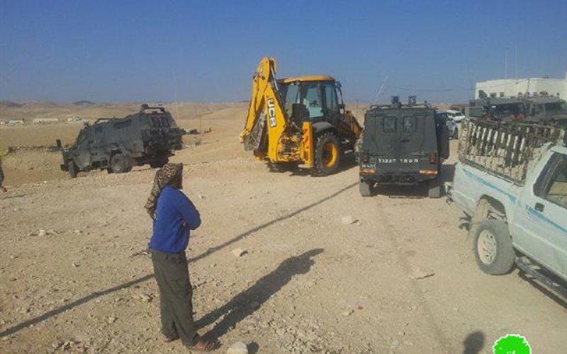 الاحتلال يهدم مساكن ومنشآت زراعية في منطقة خشم الدرج شرق بلدة يطا