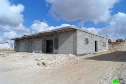 الاحتلال يخطر بوقف العمل في مدرسة ومنشأتين في قرية معين جنوب يطا