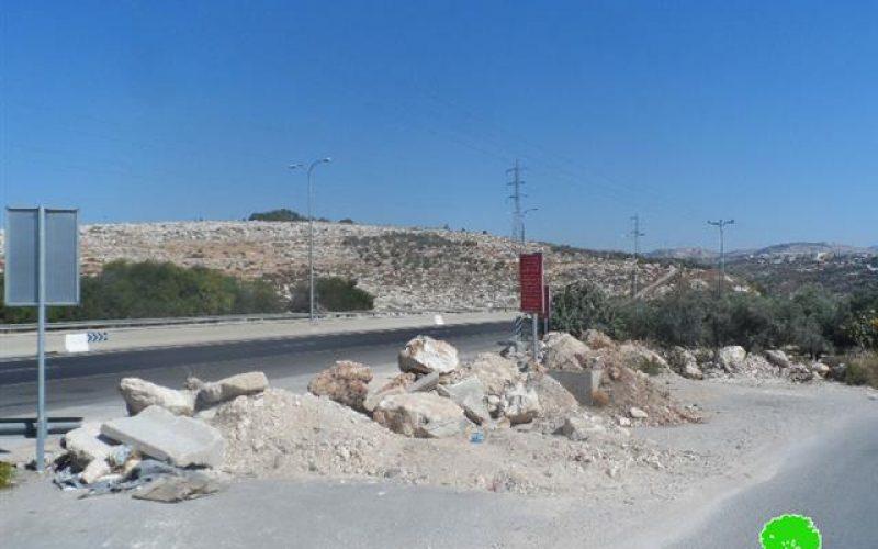 إحكام الإغلاق لبلدة سنجل بعد أن أغلق الاحتلال مدخلها الشمالي