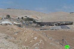 مصادرة أربعة غرف سكنية معدنية من تجمع عرب الكعابنة شرق قرية الطيبة