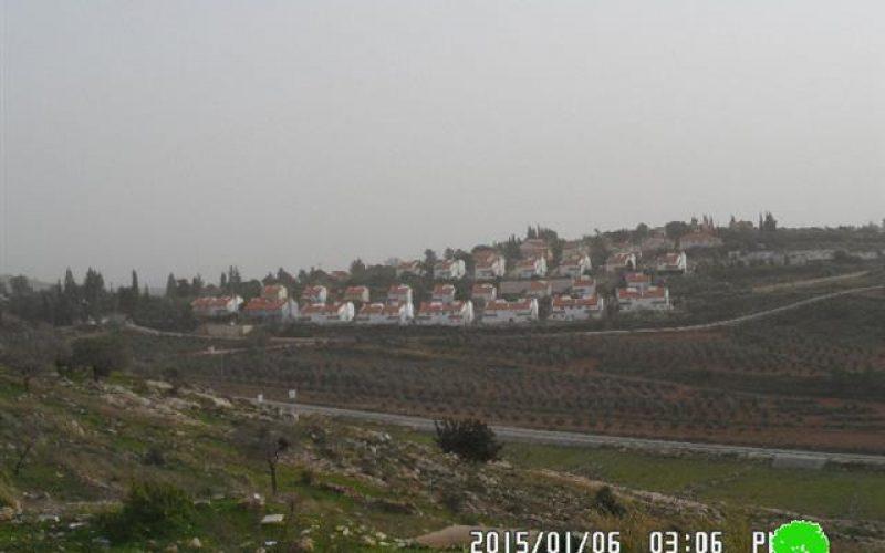 The Israeli occupation shuts down the entrance of Deir Nezam village in Ramallah