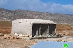 إخطار بهدم خيمة للسكن في خربة المركز بمسافر يطا