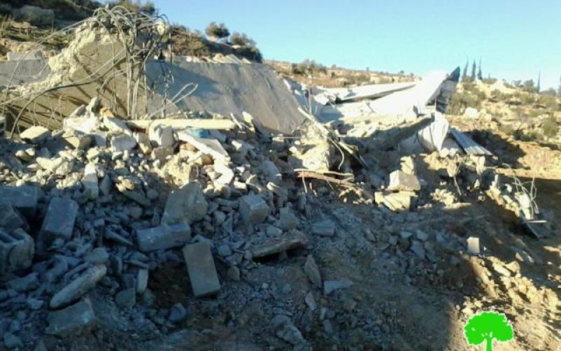 الاحتلال يهدم مسكنين ومنشآت زراعية في قرية الرفاعية ببلدة يطا