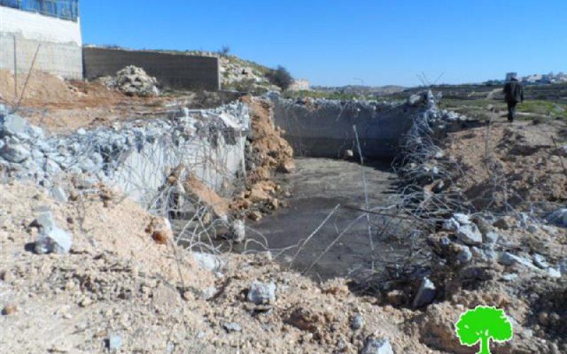 الاحتلال يهدم بئر مياه في موقع الكامب جنوب حلحول / محافظة الخليل