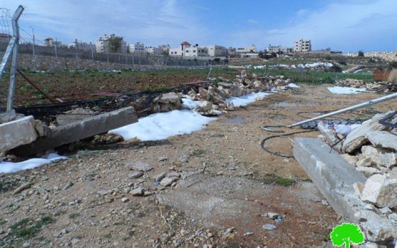 الاحتلال يهدم حاوية حديدية وكوخاً من القصب في حرم الرامة شرق الخليل