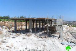 إخطارات بوقف العمل والبناء في 3 مساكن شرق بيت أمر