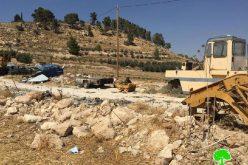 الاحتلال يهدم منشآت تجارية في بلدة إذنا غرب الخليل
